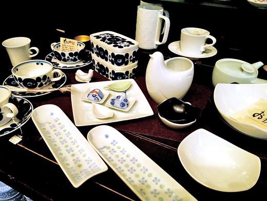 白山陶器の白と紺