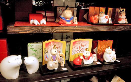 申年の陶器製置物