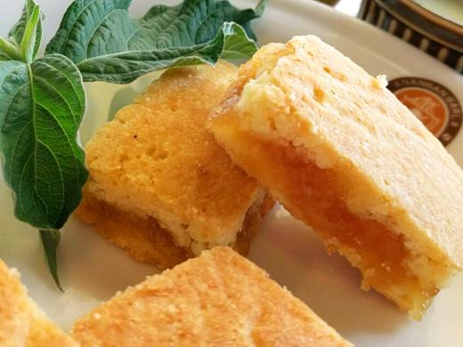 台湾のお菓子パイナップルケーキ