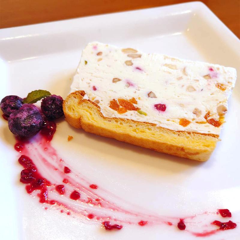 ケーキセットメニュー『クリームチーズベースのアイスケーキ』