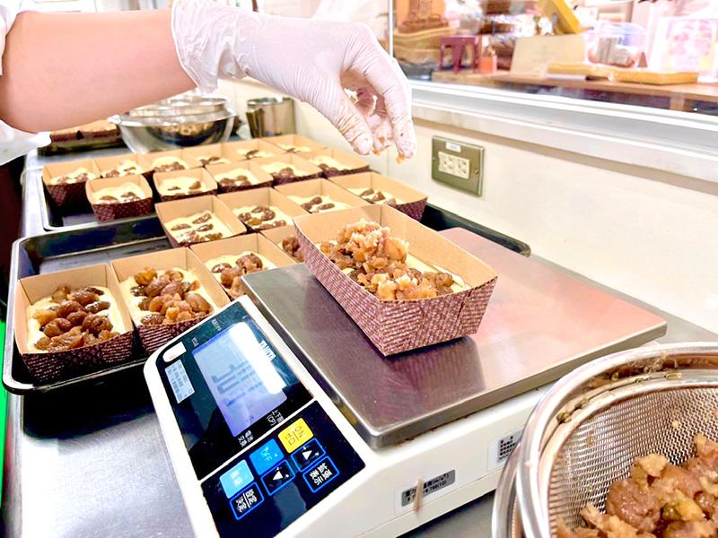 南蛮屋焼き菓子工房『秋の恵みイタリア栗のケーキ』製造中