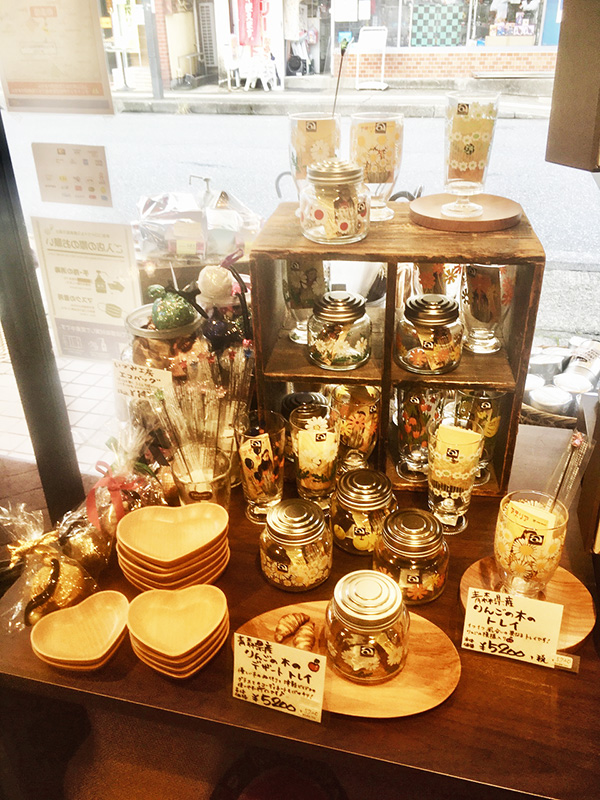 昭和の可愛いレトロなグラス、小物入れのコーナー