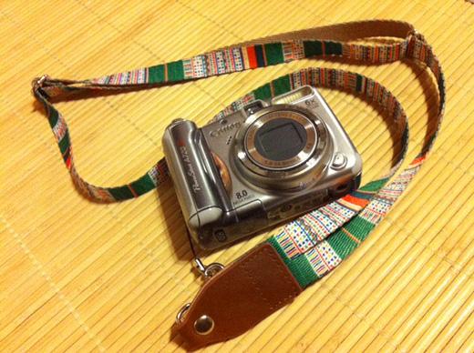 デジカメ、一眼レフカメラなどに使えるネックストラップ