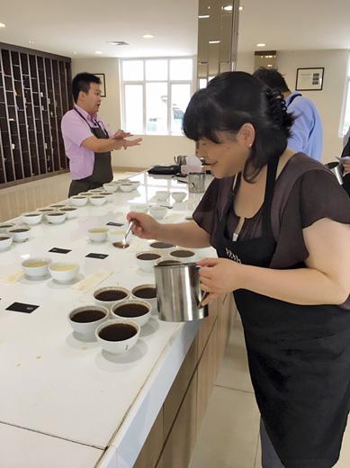 インドネシア サリマクムール社 コーヒーカッピング