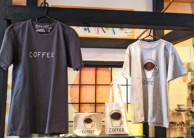 ノグチナミさんのコーヒーTシャツとバッグ