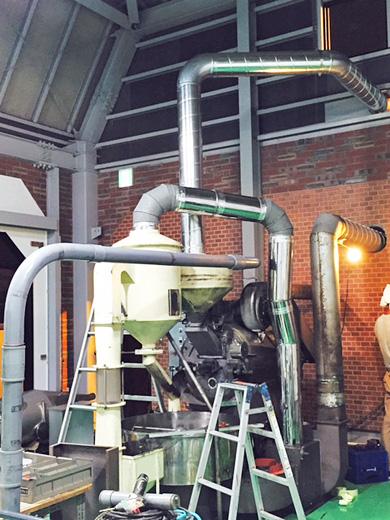 南蛮屋新焙煎工場に焙煎機を設置