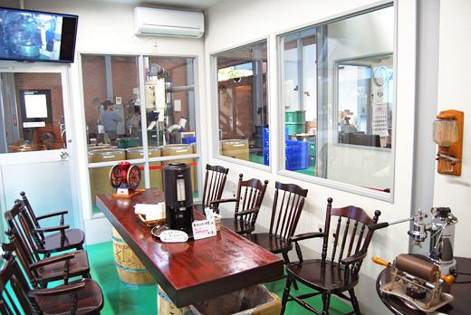 コーヒー豆焙煎見学室