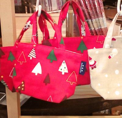 クリスマスツリー柄のトートバッグ