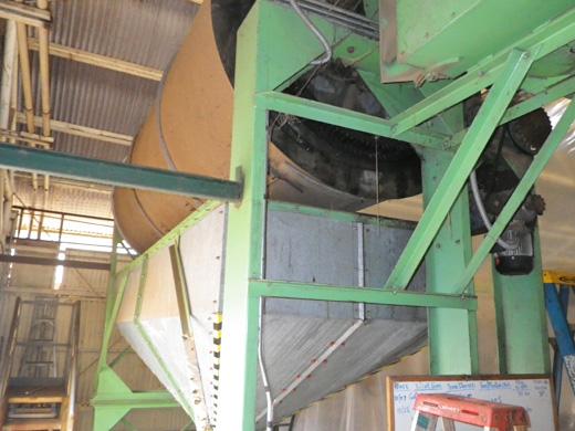 コーヒー生豆を乾燥させるドラム乾燥機