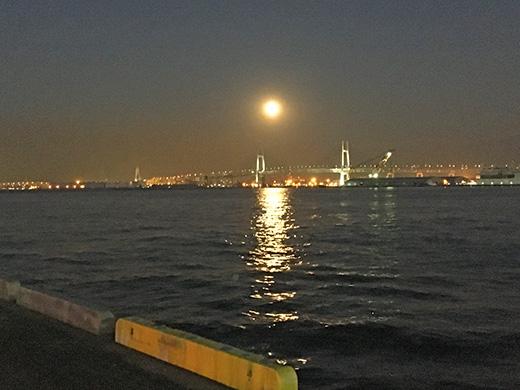 レインボーブリッジと満月